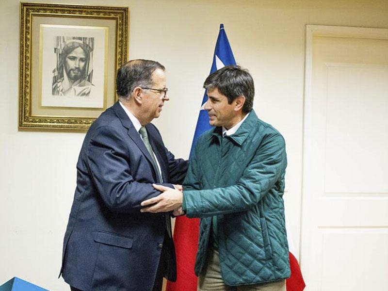 Universidad Miguel de Cervantes y Asociación Cristiana de Jóvenes de Santiago  firman convenio de colaboración.