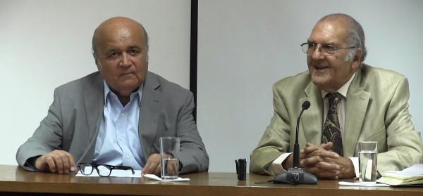 Hombres en una charla